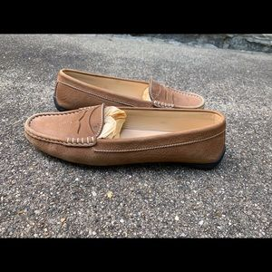 Tod's camel driving loafer moccasin